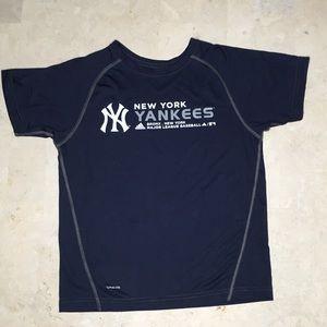 Adidas NYY T-shirt Size M